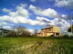 VENDESI Casa di campagna con terreno - Sovana - Campagna