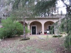 VENDESI Casa di campagna con terreno - Sovana - A 1 km dal centro storico