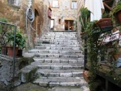 VENDESI Appartamento e magazzino - Pitigliano GR - Centro storico