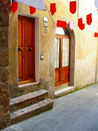 Vendesi fabbricato pitigliano gr centro storico for Vendesi casa roma centro